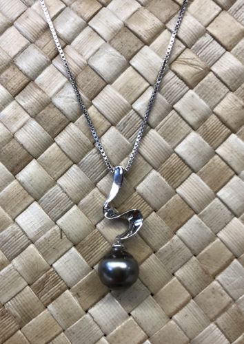 Tahitian Pearl Necklace with Sterling Silver